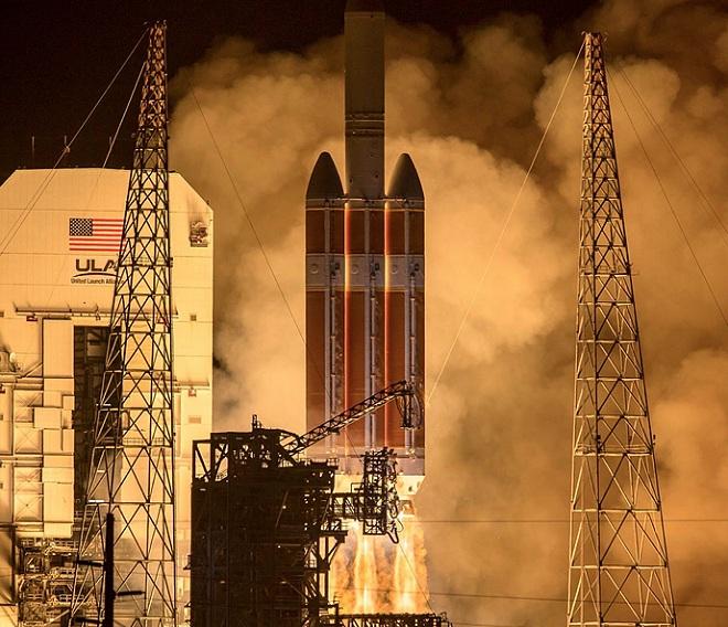 Tàu vũ trụ 1,5 tỷ USD của NASA bắt đầu sứ mệnh chạm vào Mặt trời - 1