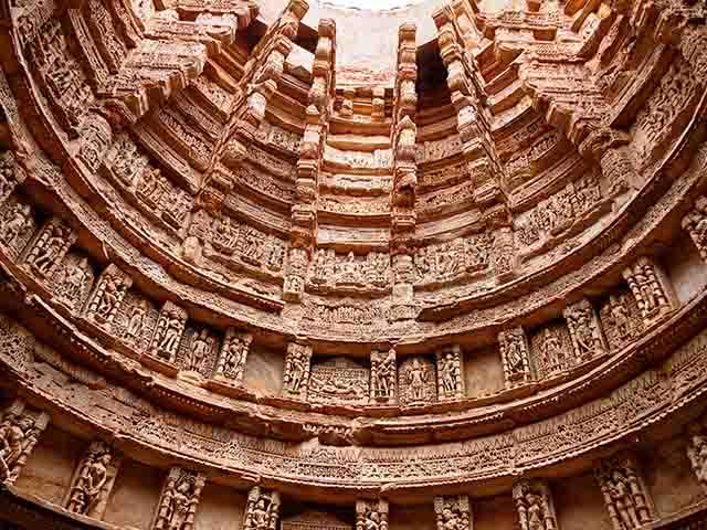 Ngôi đền 7 tầng xây ngược xuống lòng đất ở Ấn Độ