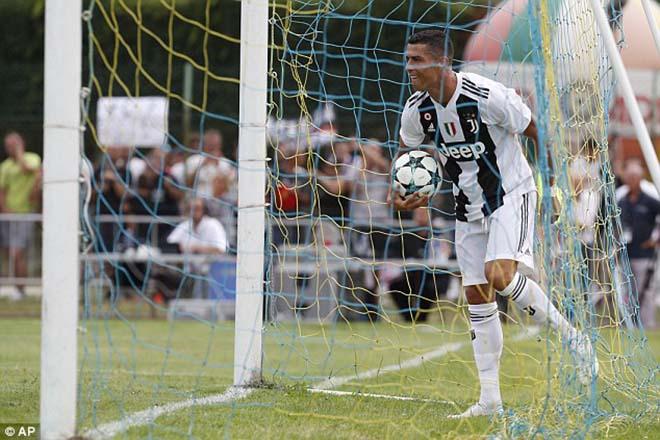"""Ronaldo 8 phút ghi bàn ra mắt Juventus: Báo Italia ca ngợi """"quái vật ngoài hành tinh"""" - 1"""
