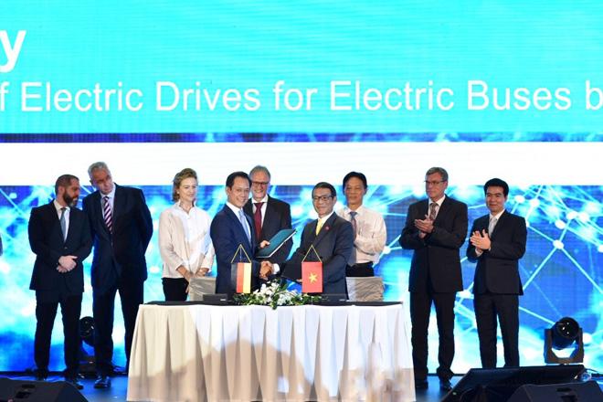 Vinfast hợp tác với Siemens sản xuất xe buýt điện - 1