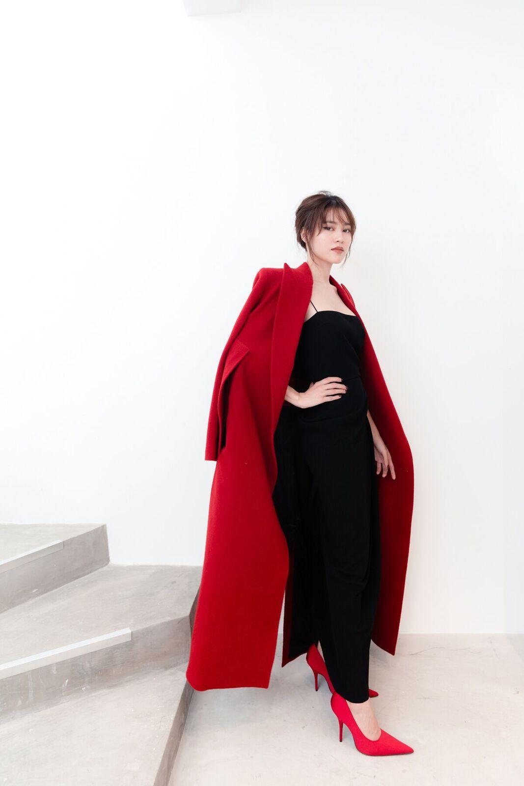 """Ninh Dương Lan Ngọc thay 55 bộ trang phục trong thời gian """"siêu tốc"""" - 1"""