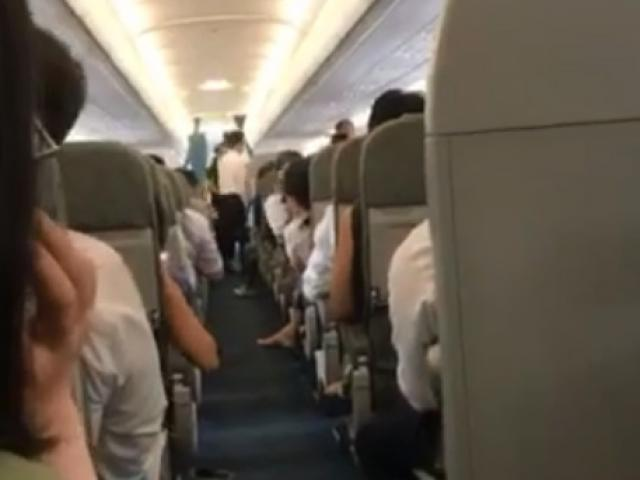 Hàng loạt hành khách nôn ói, hoảng sợ vì máy bay Vietnam Airlines rung lắc