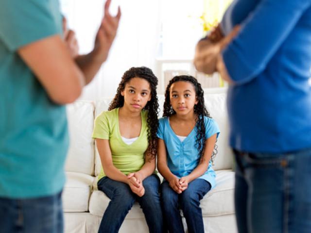 Chứng kiến bố mẹ tranh cãi nhau giúp con trở nên sáng tạo hơn