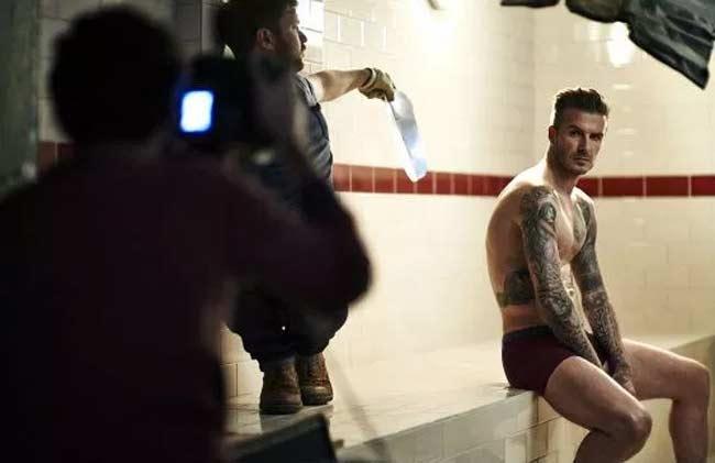 Nhiều người biết rằng ngoài sự nghiệp bóng đá lừng lẫy, David Beckham còn là một người mẫu quảng cáo thành công.