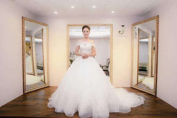 Bạn gái Công Lý bất ngờ lộ ảnh mặc váy cưới đẹp như mơ - 1