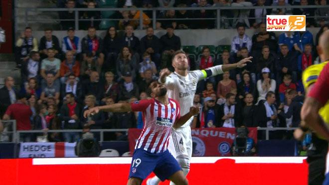 """""""Đại ca"""" Ramos chơi xấu Costa như Salah: Đụng """"bạc già"""", ăn no đòn thù - 1"""