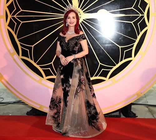 8 Hoa hậu Việt Nam hội tụ, Nguyễn Thị Huyền hát tiếng Anh tuyệt đỉnh - 1