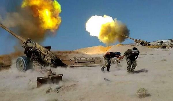 Quân đội Syria ồ ạt tấn công khủng bố, siết cổ IS trong sa mạc - 1