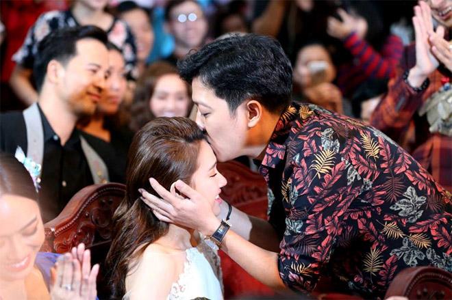 HOT: Nhã Phương chính thức xác nhận tin kết hôn với Trường Giang vào tháng 9 - 1
