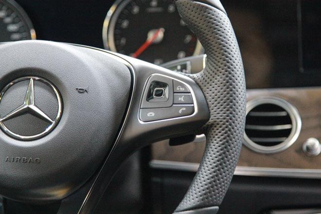 Giá xe Mercedes E-Class cập nhật tháng 10/2018: E300 AMG giá từ 2,769 tỷ đồng - 9