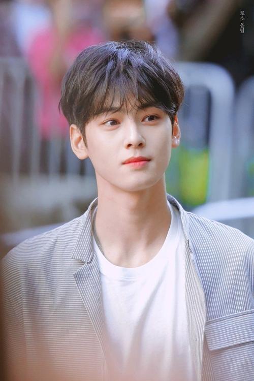 Chàng trai có làn da đẹp nhất Hàn Quốc - 1