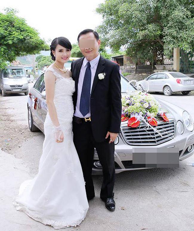 Tháng 7/2014,Khánh Chi lên xe hoa với ông xãlàm trong ngành xây dựng. Cuối tháng 1/2015, cô sinh con gái đầu lòng nhưng sau đó không lâu đã ly hôn.