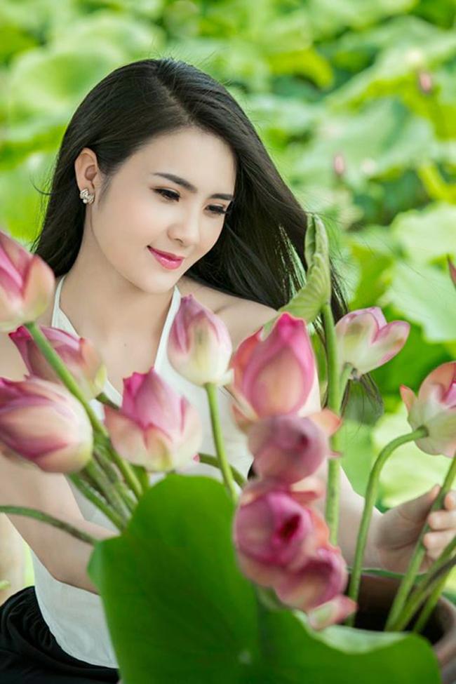 Năm 2011, cô bất ngờ đăng quang Hoa khôi Đại học Văn hóa Hà Nội. Lúc này, nhan sắc của Khánh Chi đã thay đổi rất nhiều so với thời điểm năm 2007.