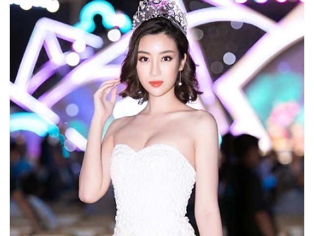 Hoa hậu Mỹ Linh quyến rũ với váy quây vòng 1