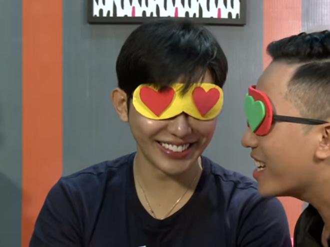 Show hẹn hò với cảnh khóa môi đồng tính khiến khán giả đỏ mặt - 1