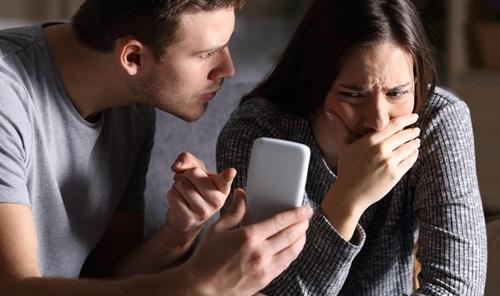 """""""Giữ"""" cho bạn gái đến khi cưới, chàng trai điếng người khi thấy vỉ thuốc tránh thai - 1"""