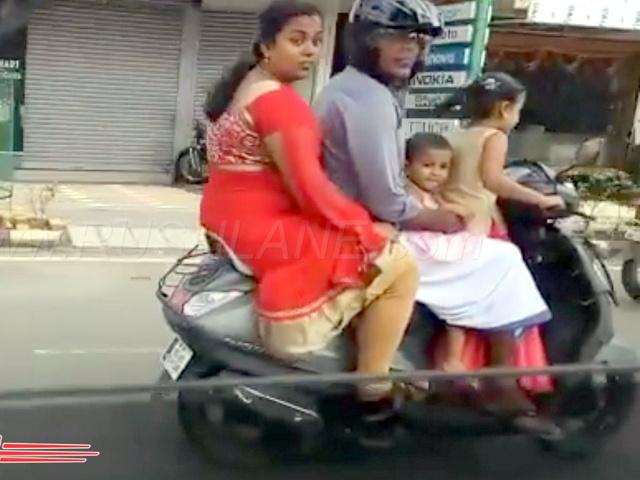 """SỐC: Bé gái 5 tuổi """"đứng"""" lái xe máy chở đại gia đình phóng vun vút"""