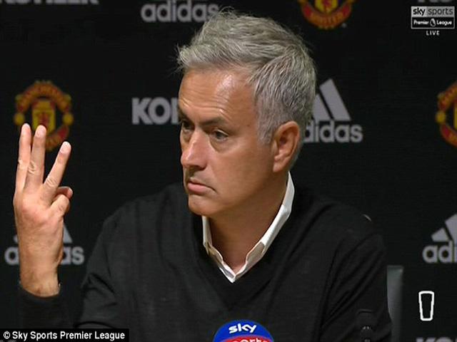 MU thảm bại: Mourinho gây chiến với báo chí, lấy CĐV làm lá chắn