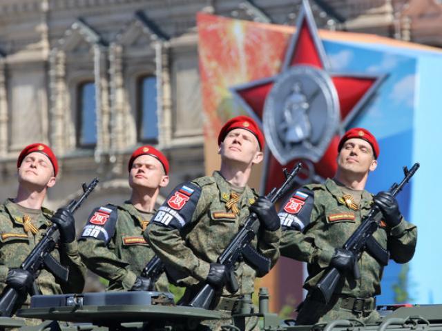 """""""Ngứa mắt"""" với NATO, 30 vạn lính Nga, nghìn máy bay tập trận rầm rộ"""