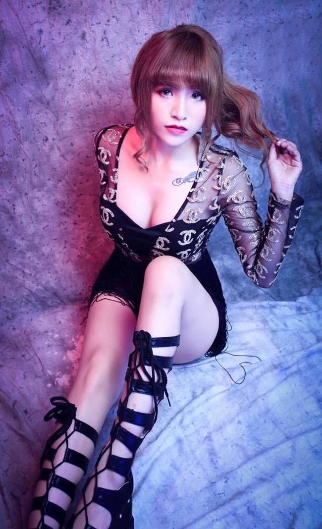 Hiện tại, hình ảnh của Wendy Thảo đã có ít nhiều thay đổi so với 2 năm trước, chuyển dần từ dễ thương sang gợi cảm để phù hợp độ tuổi và phong cách biểu diễn.