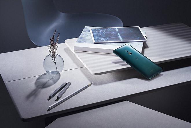 Sony trình làng Xperia XZ3 cao cấp với màn hình OLED, giá trên 20 triệu - 1