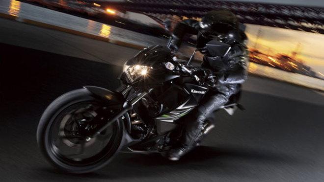 Giá xe Kawasaki Z400 trình khoảng 150 triệu đồng, ra mắt