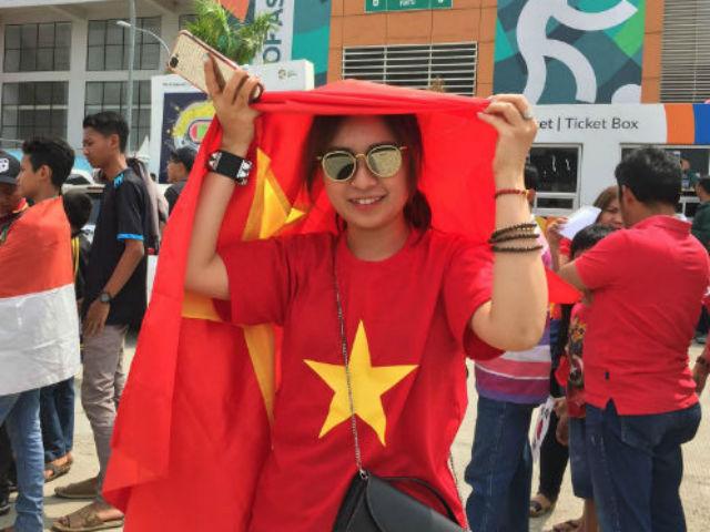 Đại quân fan U23 Việt Nam: Người đẹp Việt tươi tắn rạo rực khán đài