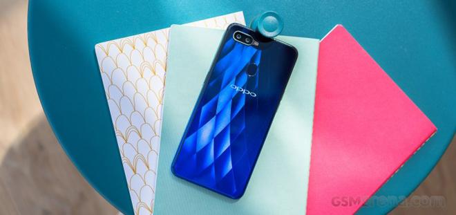 Video đập hộp Oppo F9 và F9 Pro giọt nước, mặt lưng 3D - 1