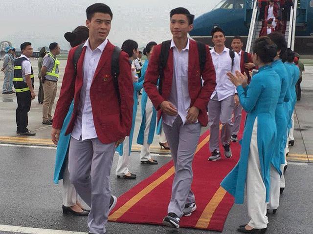 Những hình ảnh chuẩn soái ca của cầu thủ U23 tại sân bay Nội Bài