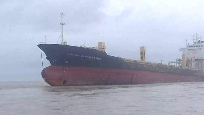 """Đột nhập """"tàu ma"""" bí ẩn trôi dạt ngoài khơi Myanmar - 1"""
