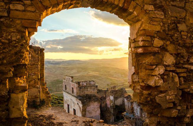 Không ai ngờ những ngôi làng xinh đẹp này lại ẩn chứa nhiều chuyện rùng rợn tới vậy - 1