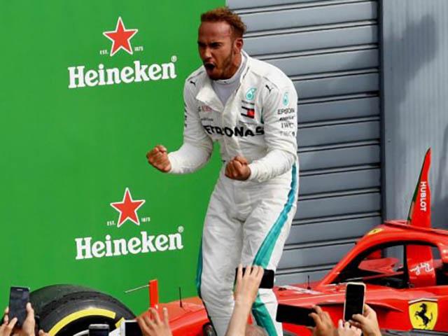 """Đua xe F1: """"Mũi tên bạc"""" tăng tốc, """"Ngựa chiến"""" hụt hơi"""