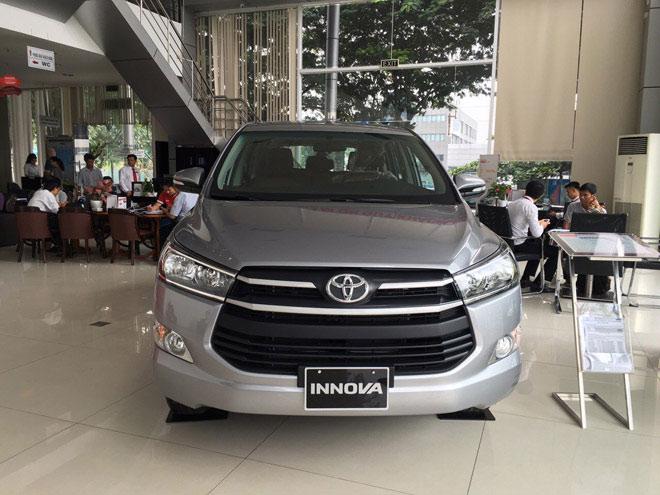 Giá xe Toyota Innova cập nhật tháng 10/2018: Phiên bản đặc biệt Venturer giá từ 855 triệu đồng - 2