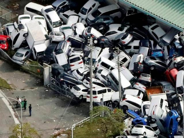 """Cảnh tan hoang như """"tận thế"""" sau khi siêu bão Jebi đổ bộ Nhật Bản"""