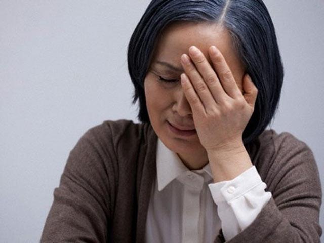 Thấy con dâu thường về muộn khi con trai đi công tác, mẹ chồng trào nước mắt phát hiện sự thật - 1
