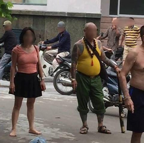 Chị gái kéo côn đồ đến dọa giết em trai, đánh mẹ già nhập viện - 1