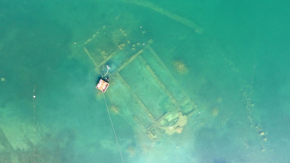 Kiến trúc tráng lệ 1.600 tuổi ẩn dưới hồ Thổ Nhĩ Kỳ - 1