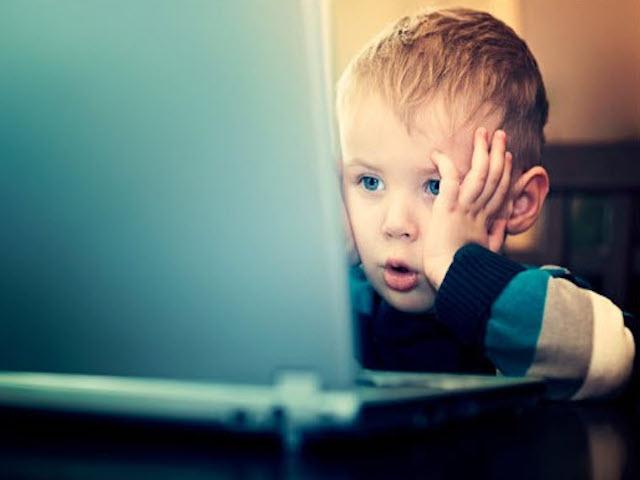 BÁO ĐỘNG: Trẻ em Việt thường lên mạng tìm nội dung người lớn, cồn, thuốc lá