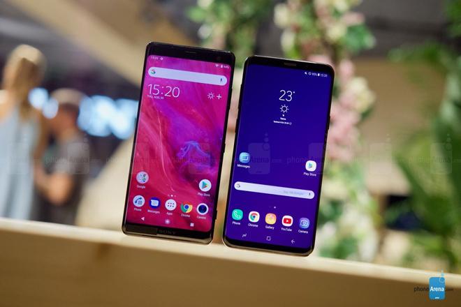 """So sánh hai """"người khổng lồ"""": Sony Xperia XZ3 và Galaxy S9+ - 1"""