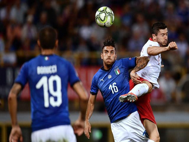Italia - Ba Lan: Sai lầm hàng thủ, phạt đền cứu nguy