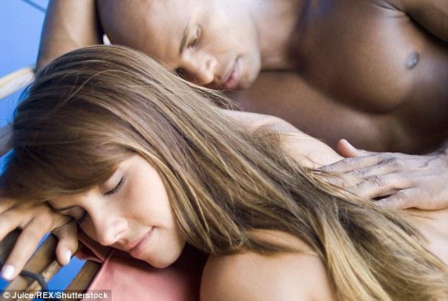 Ngạc nhiên về tỷ lệ người thích ngủ khỏa thân - 1