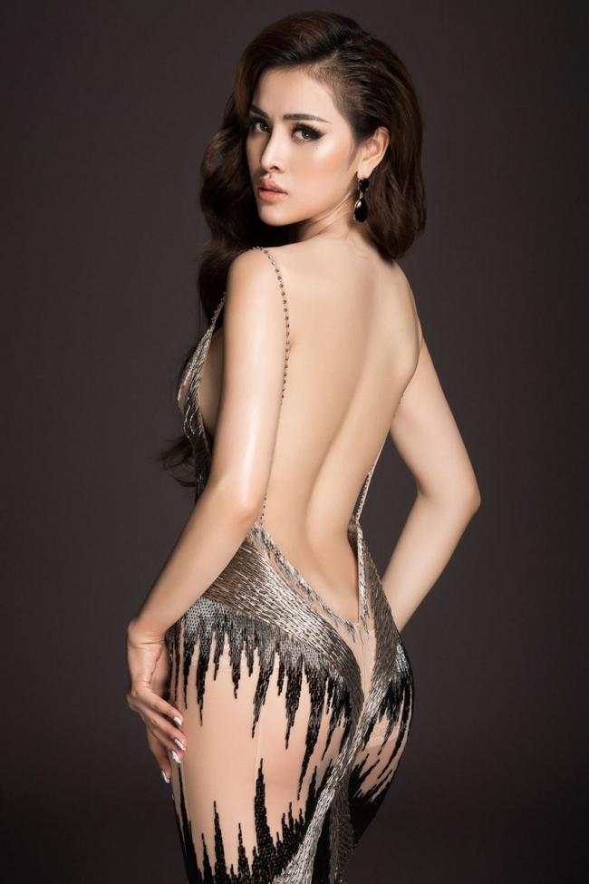 Thư Dung là người mẫu từng tham gia nhiều cuộc thi sắc đẹp nhưng thời gian này, cô liên tiếp bị ban tổ chức các cuộc thi nhan sắc tước danh hiệu từng có.