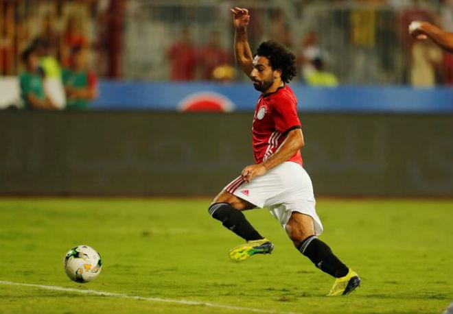 Salah đá hỏng 2 phạt đền/29 phút: Nỗi ám ảnh Messi và yêu sách Ronaldo - 1