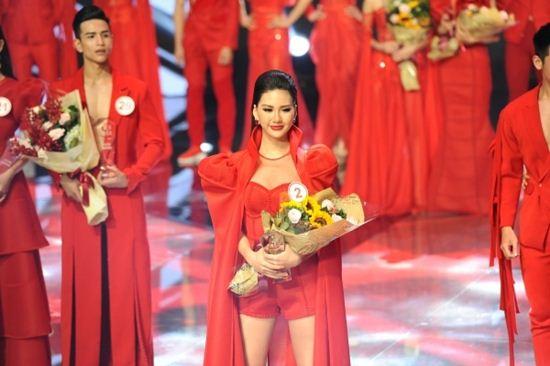 Hương Giang thắng áp đảo Kỳ Duyên tại Siêu mẫu Việt Nam 2018 - 1