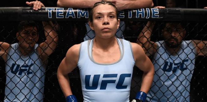 Tin nóng võ thuật 10/9: Cắt cân quá đà, nữ võ sĩ UFC mất danh hiệu vô địch - 1