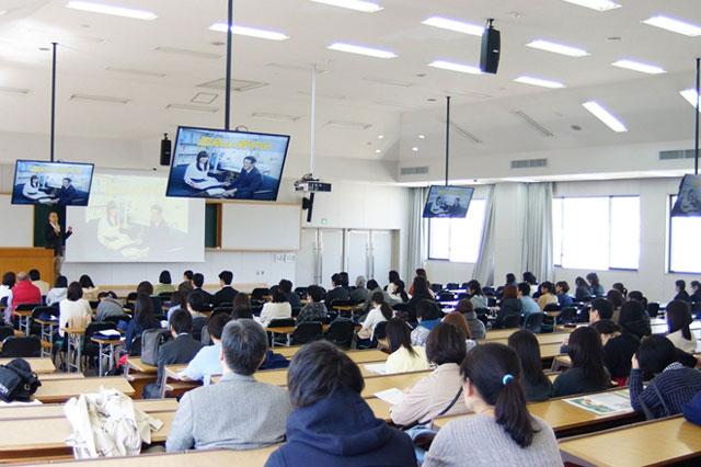 Cách tuyển sinh kỳ lạ tại Nhật Bản: Tuổi càng cao, học phí càng giảm - 1