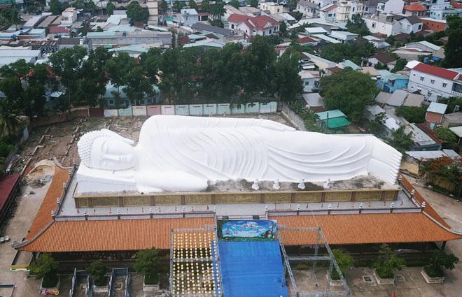 Chùa 300 tuổi có tượng Phật nhập Niết bàn nằm trên mái ở Bình Dương - 1