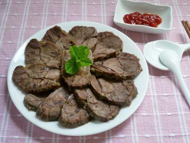 Cách làm món bắp bò luộc chấm mắm đơn giản mà lạ miệng