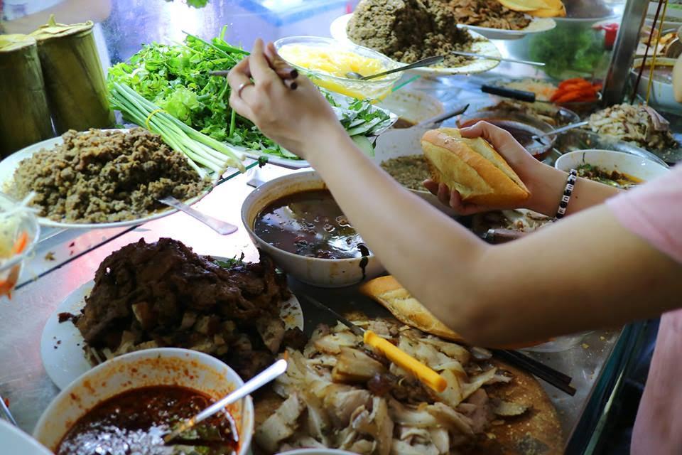 Những quán bánh mì Việt nổi đình nổi đám được báo nước ngoài ca ngợi - 1