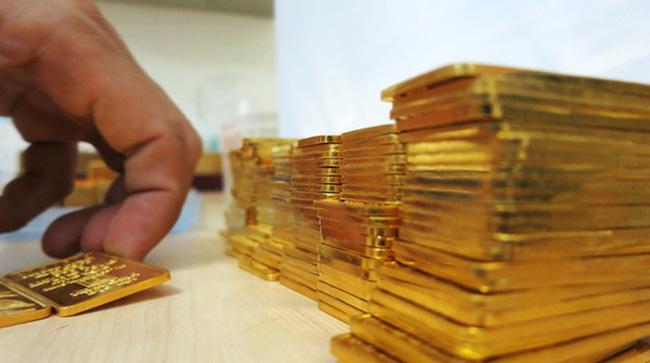 Giá vàng hôm nay 14/9: USD đảo chiều, vàng cố bám trụ - 1